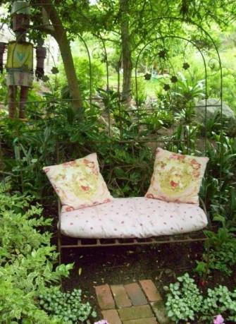 Enjoy a Clutter Free Garden